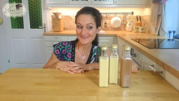 Lana mit drei Flaschen Eierlikör