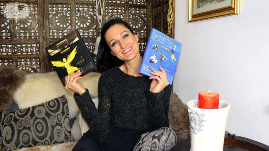 Lana mit zwei Adventkalendern