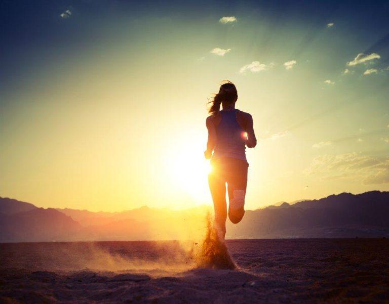 Eine Frau die läuft