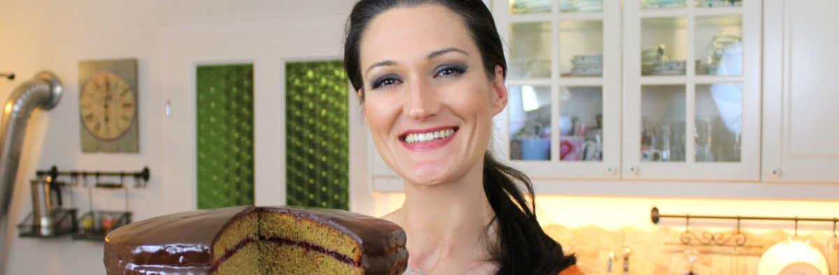 Sandra Exl mit Schokotorte - eine Hadntorte