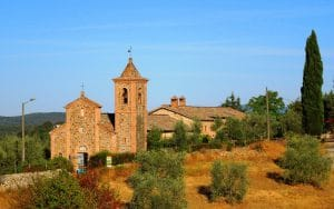 Kleine Kirche auf einem Berg in der Toskana
