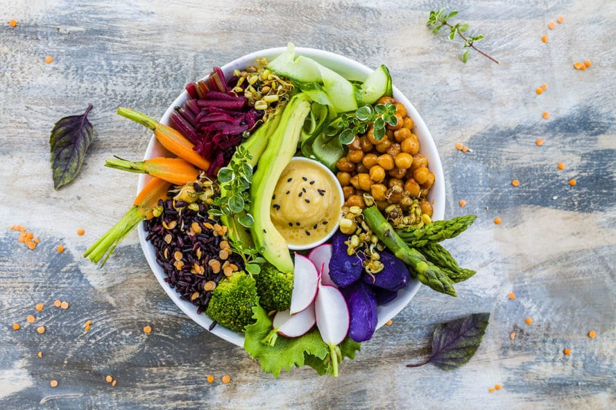 Yogische Ernährung (Sattvische Ernährung) in einem Teller