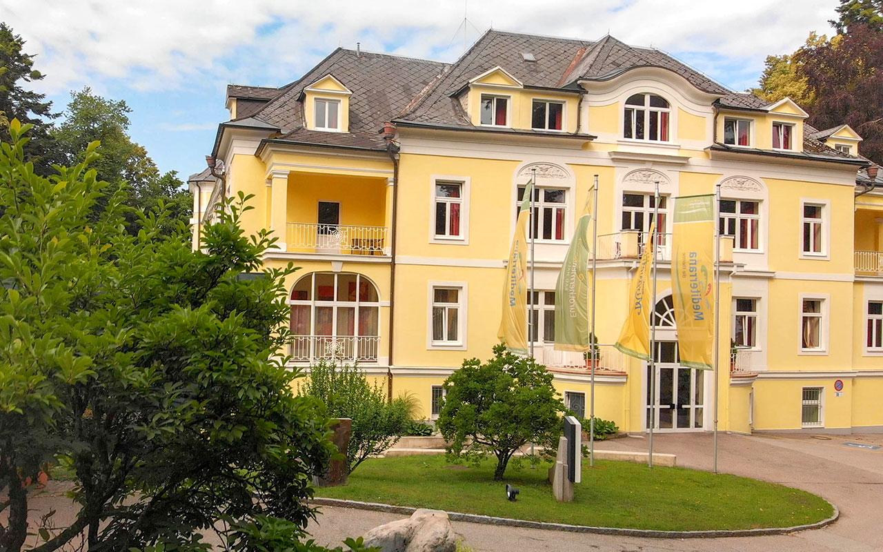 Aussenansicht beim Hoteltest Gesundheitshotel Miraverde in Bad Hall (Ein Eurothermen Hotel)