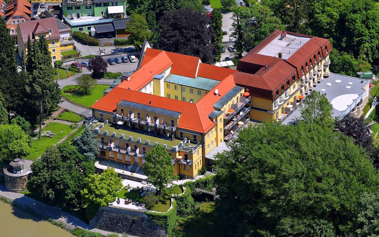 Luftansicht des Kurhaus der Barmherzigen Brüder in Schärding