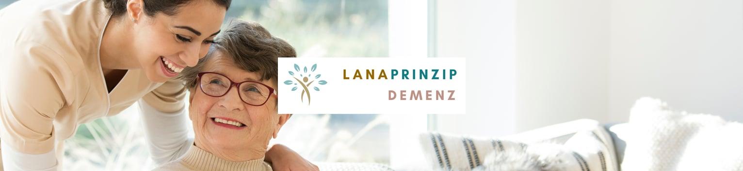 Eine ältere Dame und ihre Betreuerin und das Demenz Portal Logo