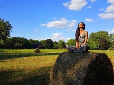 Sandra Exl im Park vom Kurhaus Marienkron