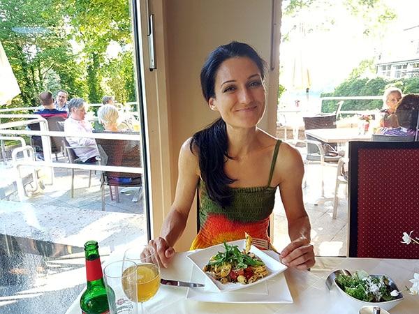 Sandra Exl beim Mittagessen im Kurhaus Schärding