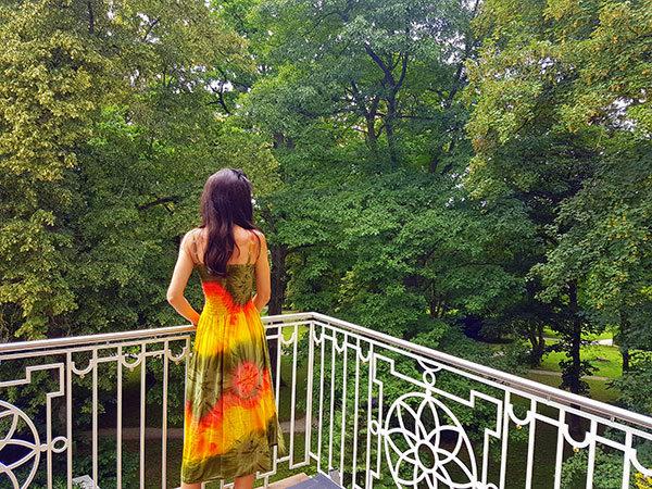 Sandra Exl am Balkon vom Gesundheitshotel Miraverde